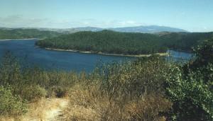 Wandern am Stausee - Barragem da Bravura